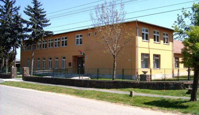 Az iskola képekben